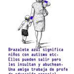 Disegno di mamma con bambino autistico che indossano un braccialetto di riconoscimento azzurro